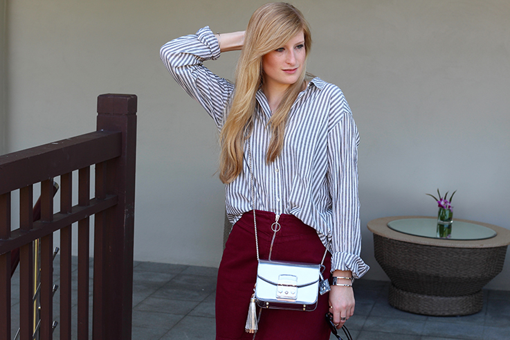 Outfit Sightseeing Thailand Oversized Bluse Streifen Furla Tasche Silber A-Linien Jeansrock Modeblog T