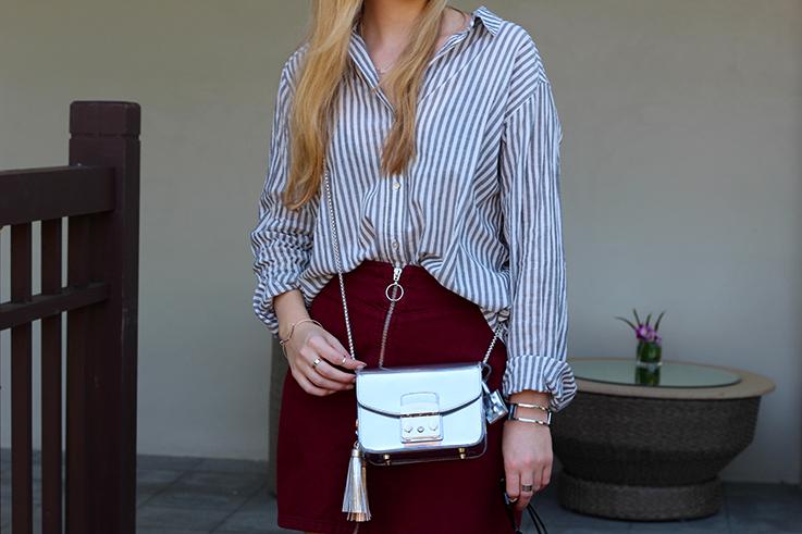 Outfit Sightseeing Thailand Oversized Bluse Streifen Furla Tasche Silber Grau A-Linien Jeansrock Modeblog 91