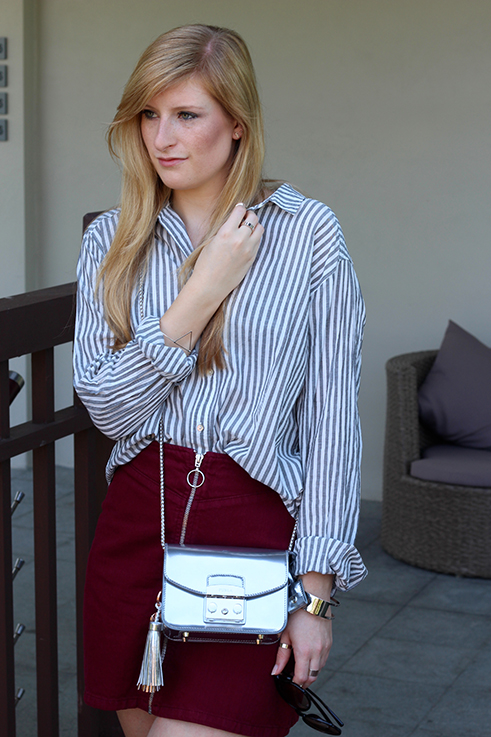 Outfit Sightseeing Thailand Silber Oversized Bluse Streifen Furla Tasche Silber A-Linien Jeansrock Modeblog 2