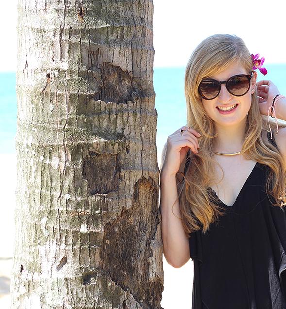 Schwarzes Strandkleid Asos Blume blonde Haare Palme Strand Thailand Strandshooting Modeblog 5