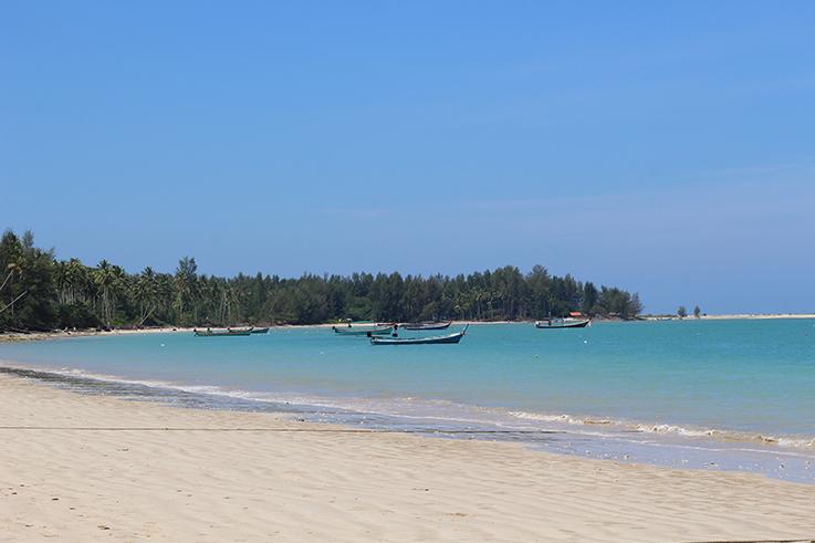Strandmode Coconut Beach Khao Lak Thailand Traumstrand Strand klares Meer Paradies Reiseblog 1