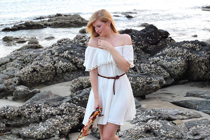 Weißes Schulterfreies Strandkleid Sommertrend 2016 Off-Shoulder Koh Lanta Thailand Strandoutfit brauner Gürtel Fashion Blog 8
