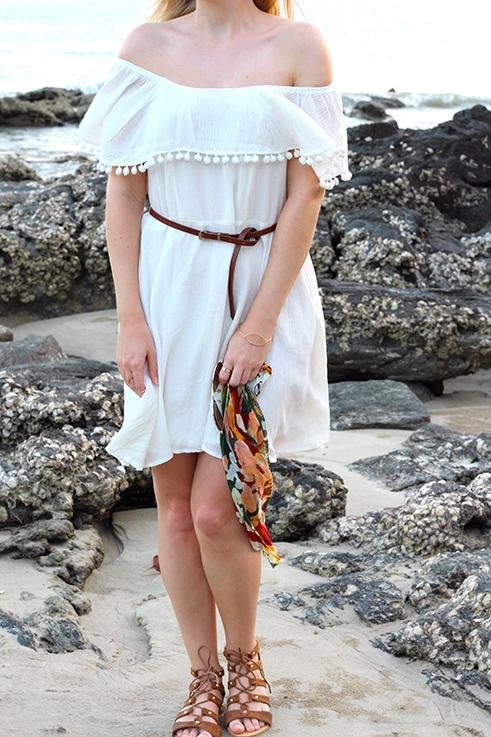 Weißes Schulterfreies Strandkleid Sommertrend 2016 Off-Shoulder Koh Lanta Thailand Strandoutfit camel Riemchensandalen 2 Outfitpost