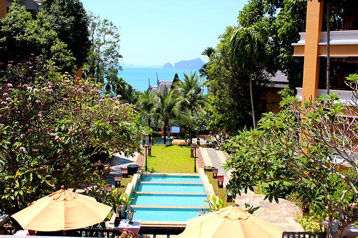 Amari Vogue Krabi Thailand Luxushotel Hotelbericht Review Reiseblog Pool Hotelanlage Ausblick