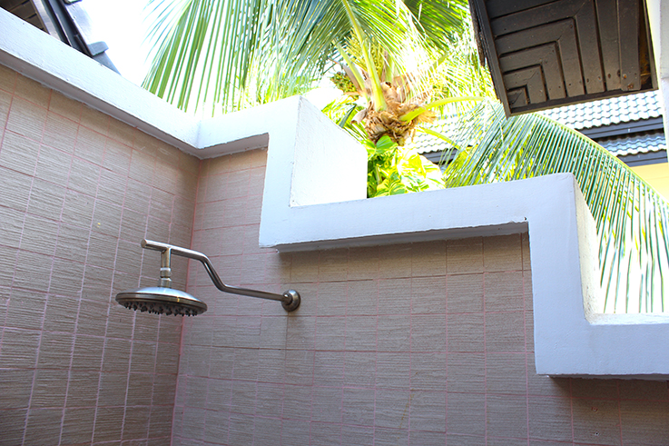 Angsana_Laguna_Phuket_Hotelbericht_Loft_Suite_Badezimmer_Thailand_Freiluftdusche_Reiseblog