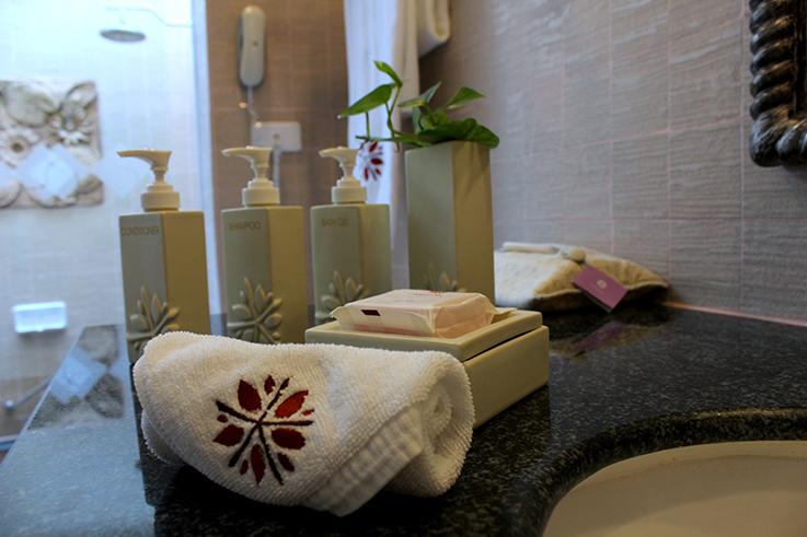 Angsana_Laguna_Phuket_Hotelbericht_Loft_Suite_Badezimmer_Thailand_Luxushotel_Travelblog