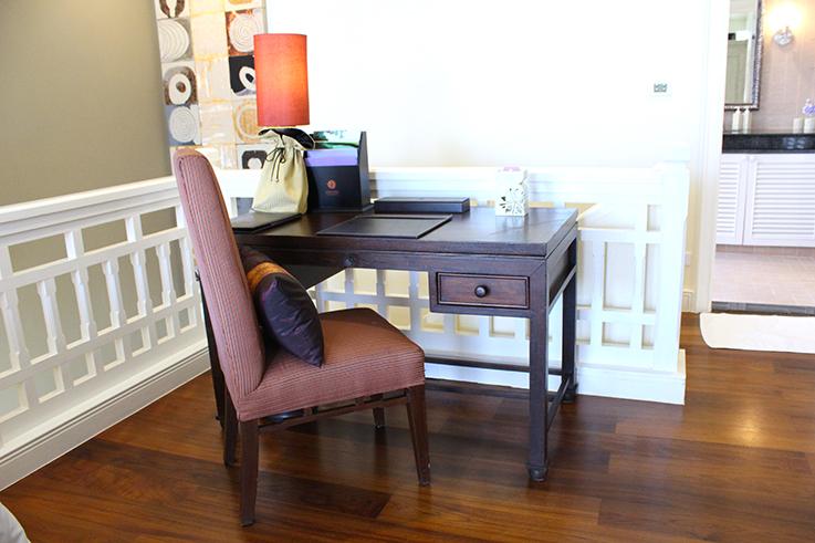 Angsana_Laguna_Phuket_Hotelbericht_Loft_Suite_Schreibtisch_Thailand_Luxushotel_Reiseblog