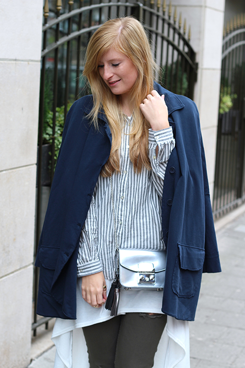 Blusen Layering mit Vokuhila Shirt Stoff-Cape grüne Ripped Jeans Brüssel Modeblog 3