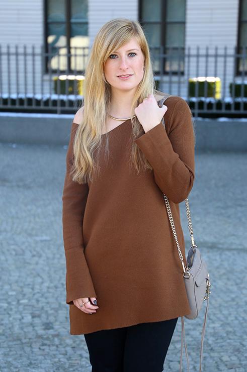 Flared Jeans Schlaghose kombinieren Zara Off-Shoulder Pullover Modeblog Trend Frühling 3