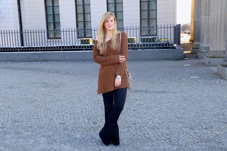 Flared Jeans Schlaghose kombinieren Zara Off-Shoulder Pullover Modeblog Trend Frühling 4