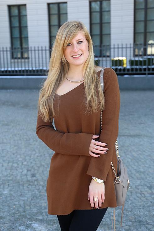 Flared Jeans Schlaghose kombinieren Zara Off-Shoulder Pullover Modeblog Trend Frühling 6