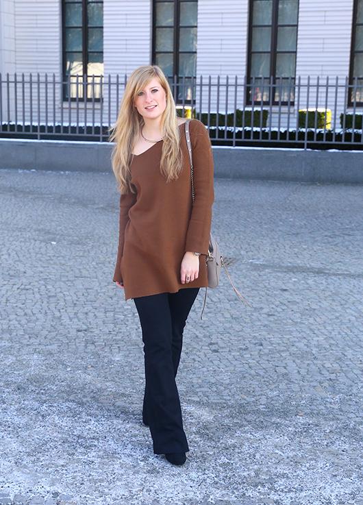 Flared Jeans Schlaghose kombinieren Zara Off-Shoulder Pullover Modeblog Trend Frühling 71