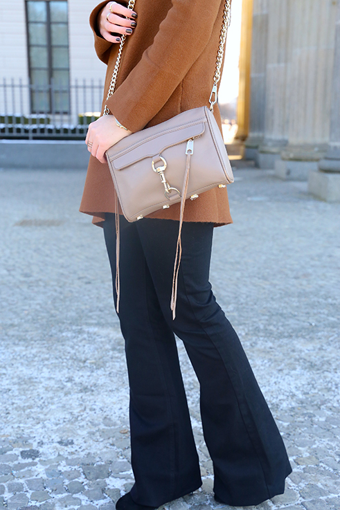 Flared Jeans Schlaghose kombinieren Zara Rebecca Minkoff Tasche Modeblog Trend Frühling 70
