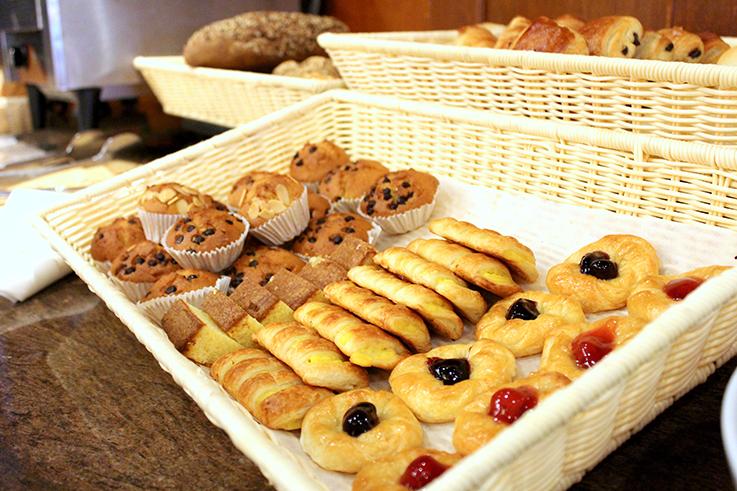 Frühstück Buffet Süßes Amari Vogue Krabi Thailand Luxushotel Hotelbericht Review Reiseblog