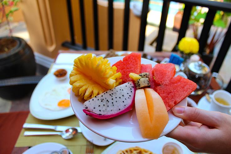 Frühstück Früchte Wassermelone Amari Vogue Krabi Thailand Luxushotel Hotelbericht Reiseblog