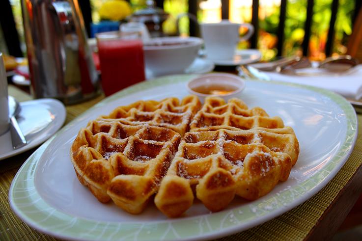 Frühstück Waffeln Amari Vogue Krabi Thailand Luxushotel Hotelbericht Review Reiseblog