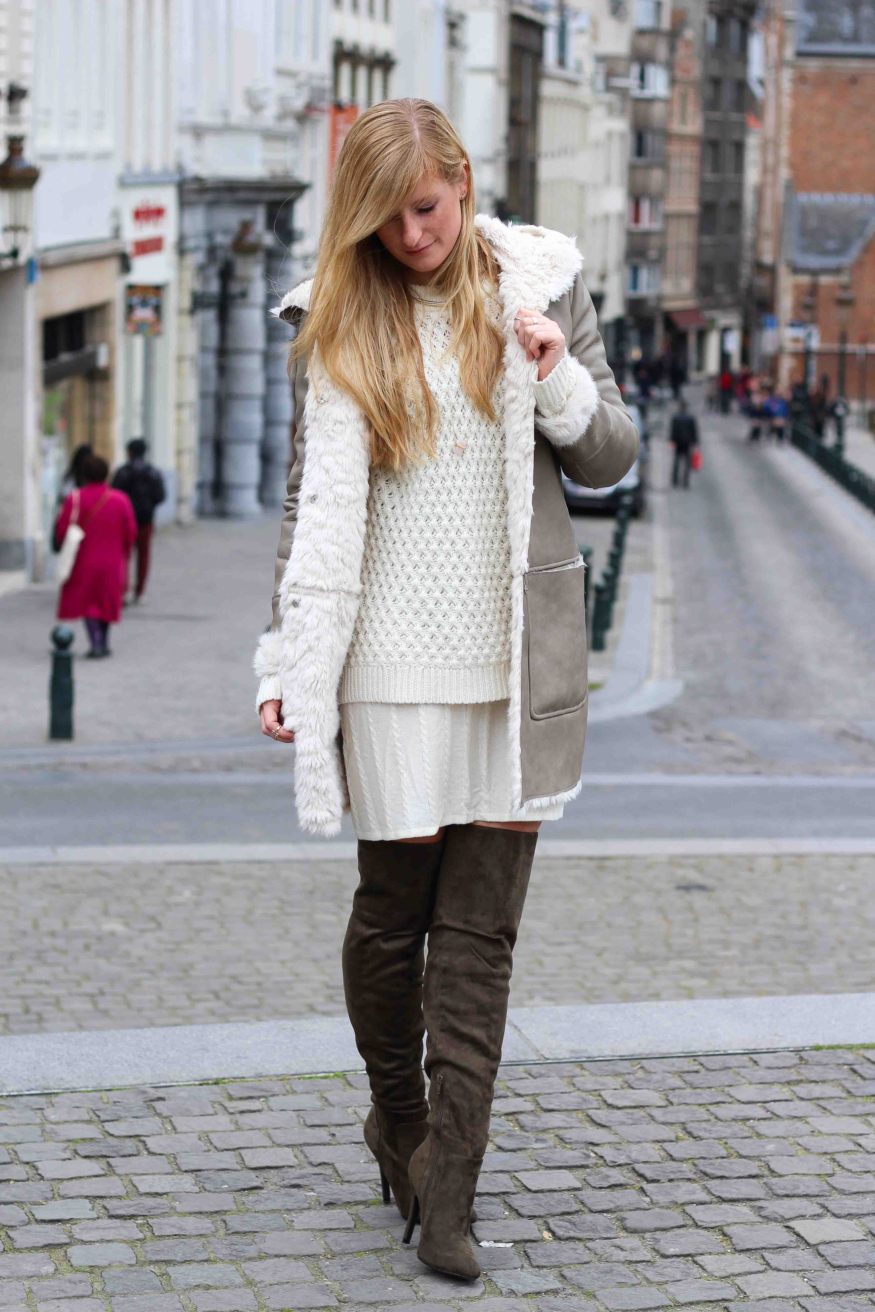 Grüne Overknees Zara Ledermantel Overknee Stiefel Nude Wollkleid Fashion Look Modeblog 93