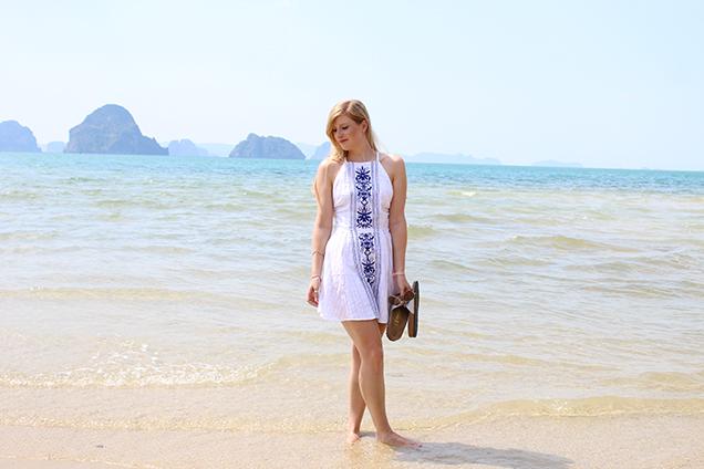 Weißes Strandkleid Outfit Thailand Strandlook Urlaub Modeblog 8