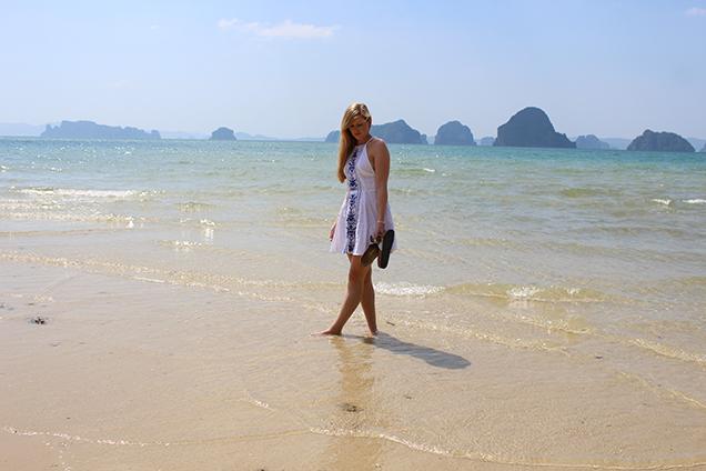 Weißes Strandkleid Outfit Thailand Strandlook Urlaub Modeblog 4