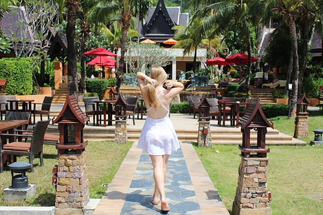 Weißes Strandkleid Outfit Thailand Strandlook Urlaub Modeblog 5