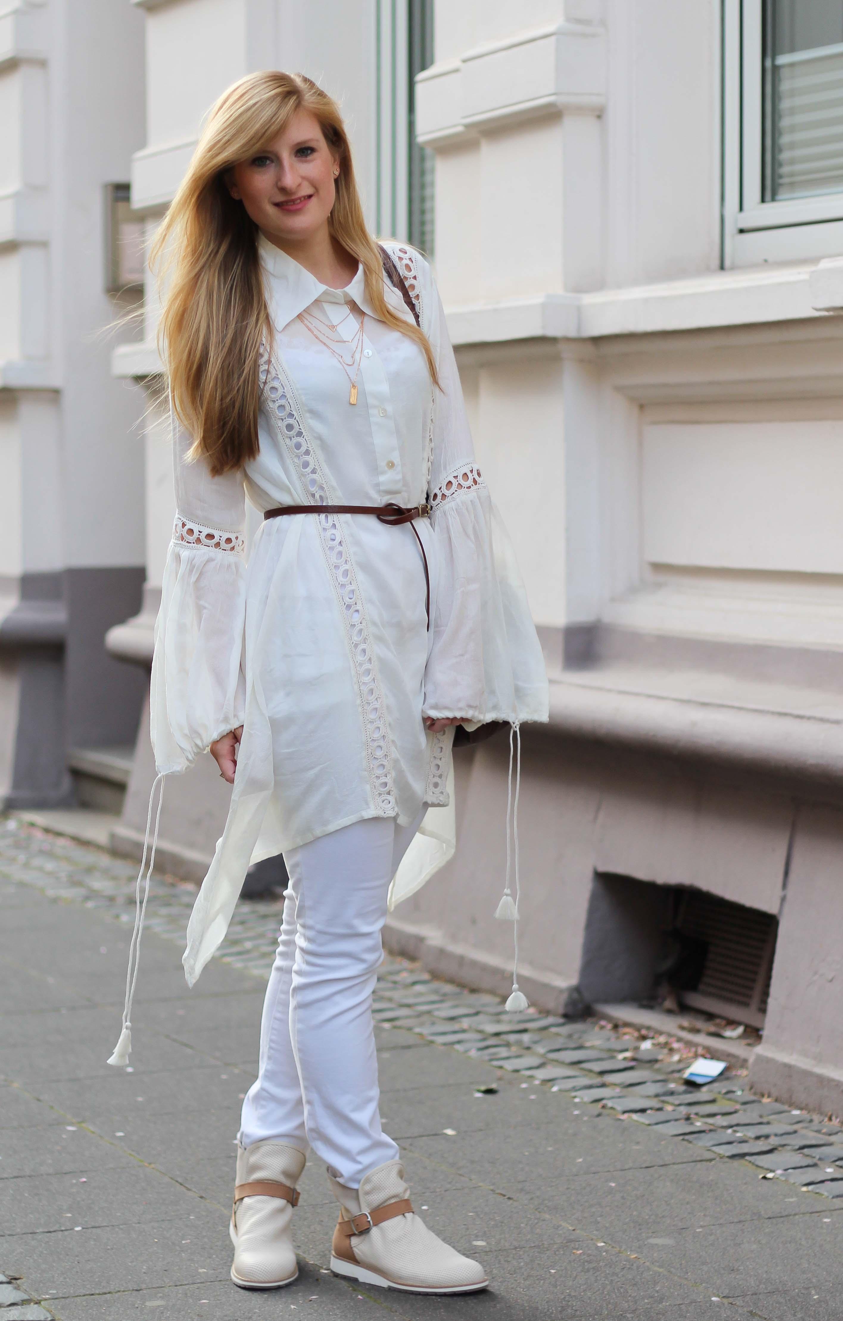 All White Outfit Frühlingslook Tunika Bluse weiße Hose Modeblog Bonn 1