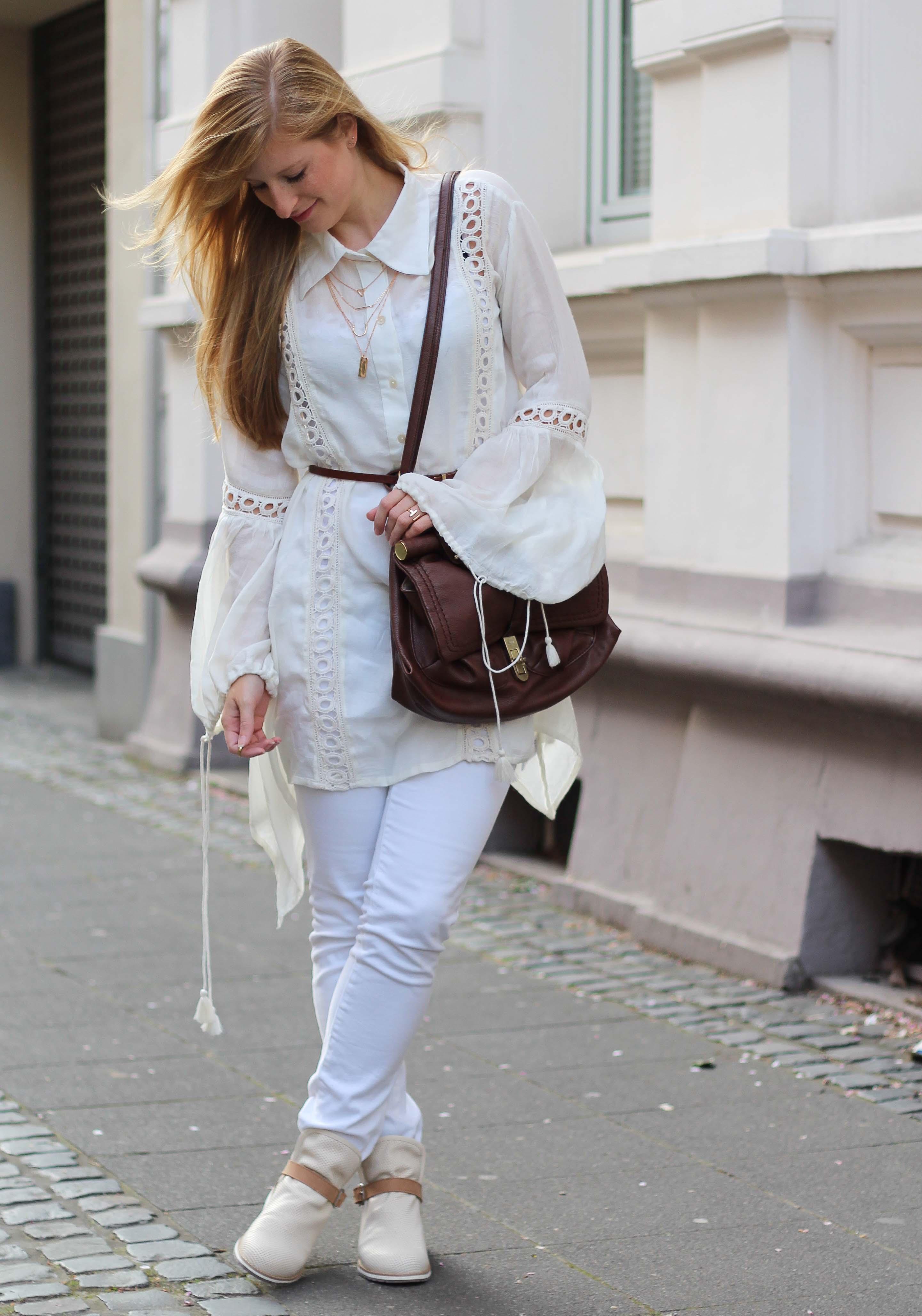 All White Outfit Frühlingslook Tunika Bluse weiße Hose Modeblog Bonn 5