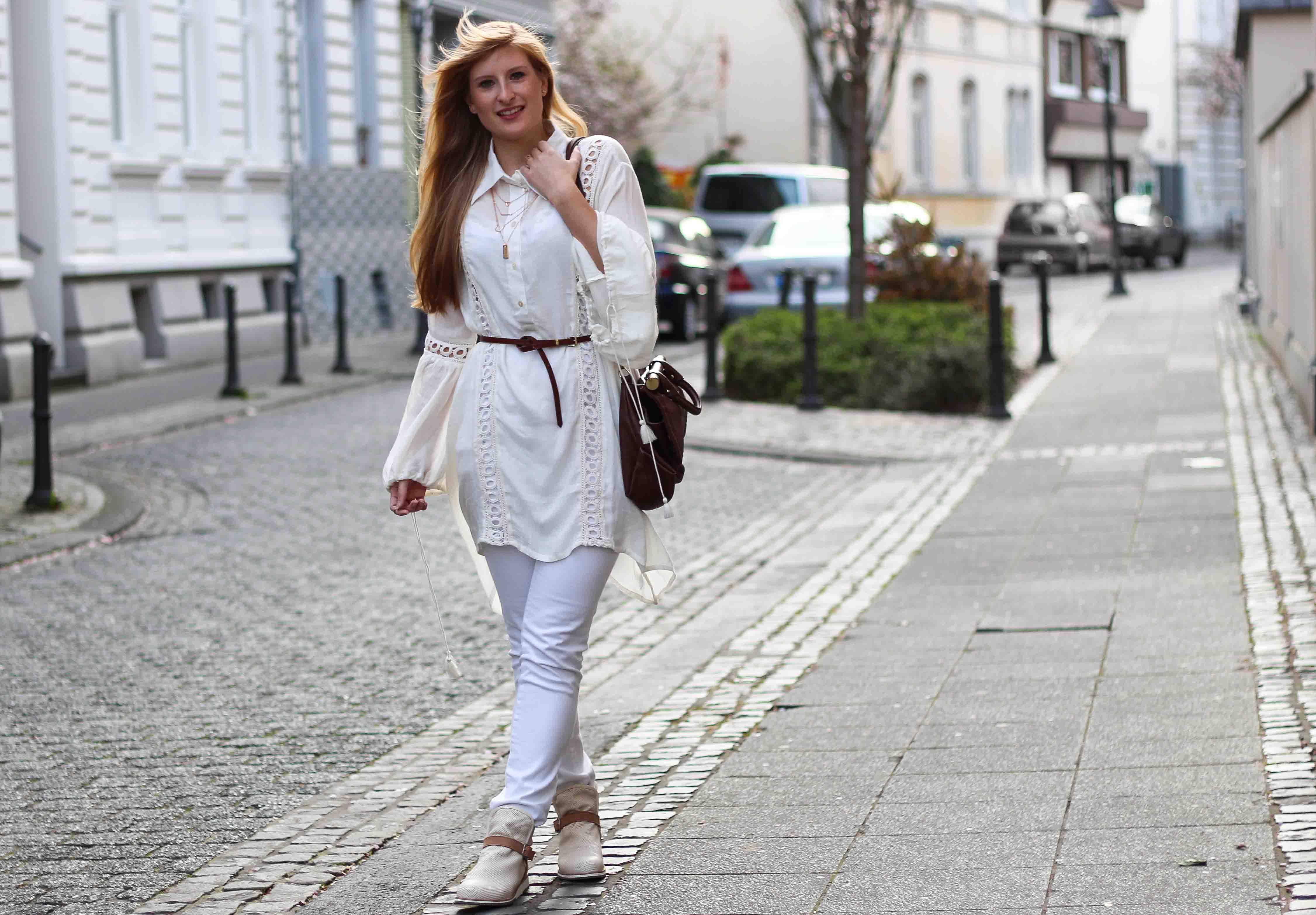 All White Outfit Frühlingslook Tunika Bluse weiße Hose Modeblog Bonn 92