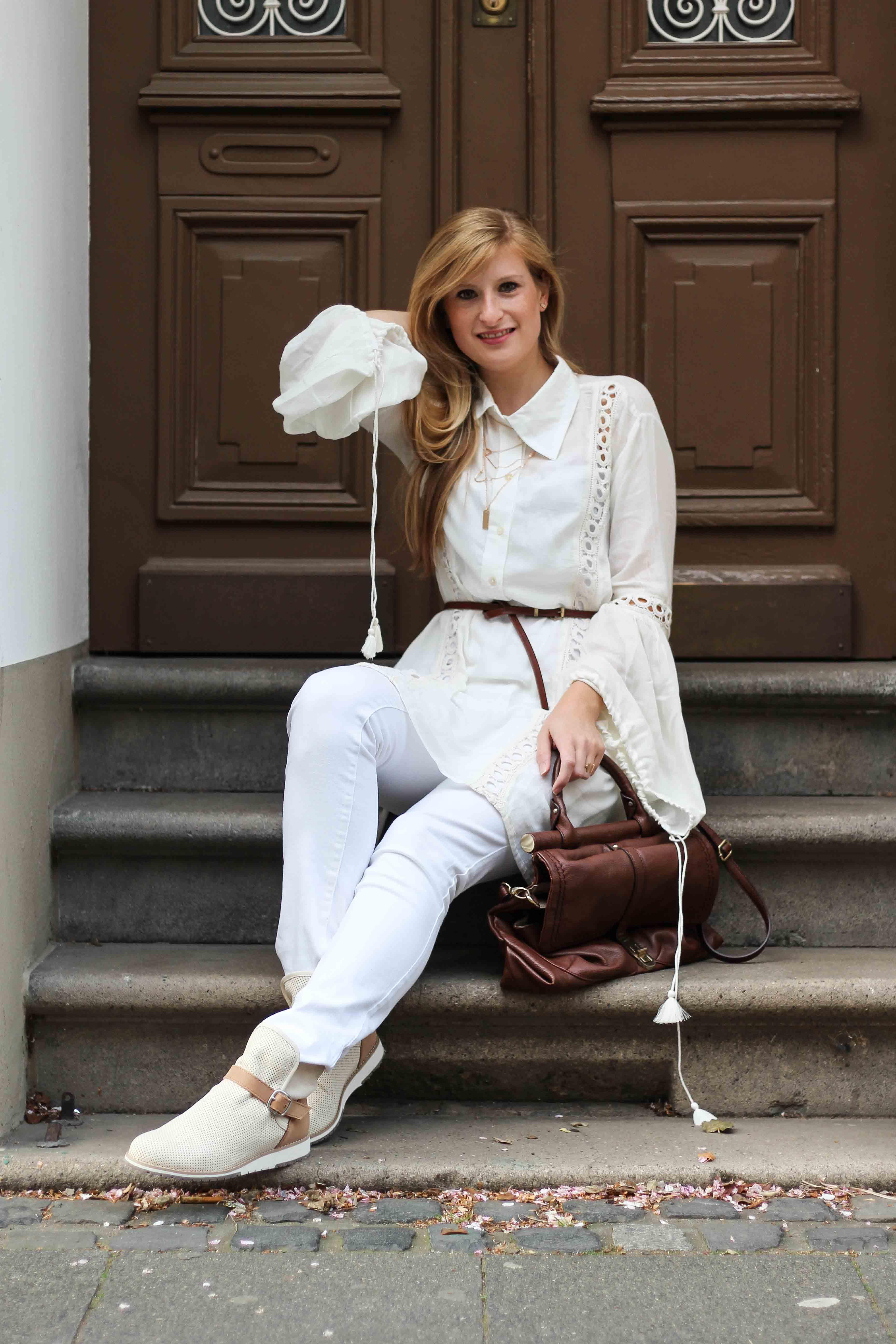 All White Outfit Frühlingslook Tunika Bluse weiße Hose Modeblog Bonn 2