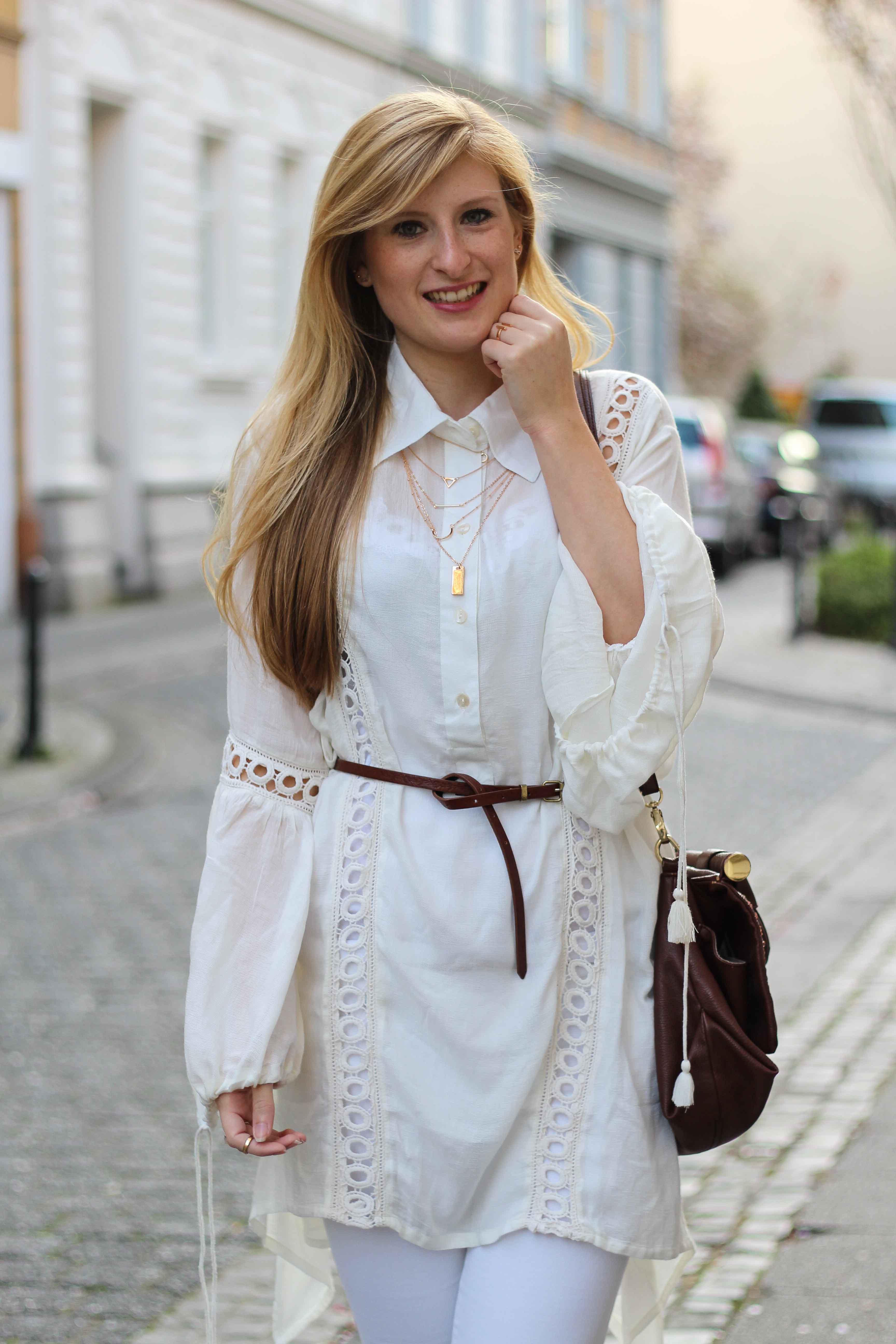All White Outfit Frühlingslook Tunika Bluse weiße Hose Modeblog Bonn 4