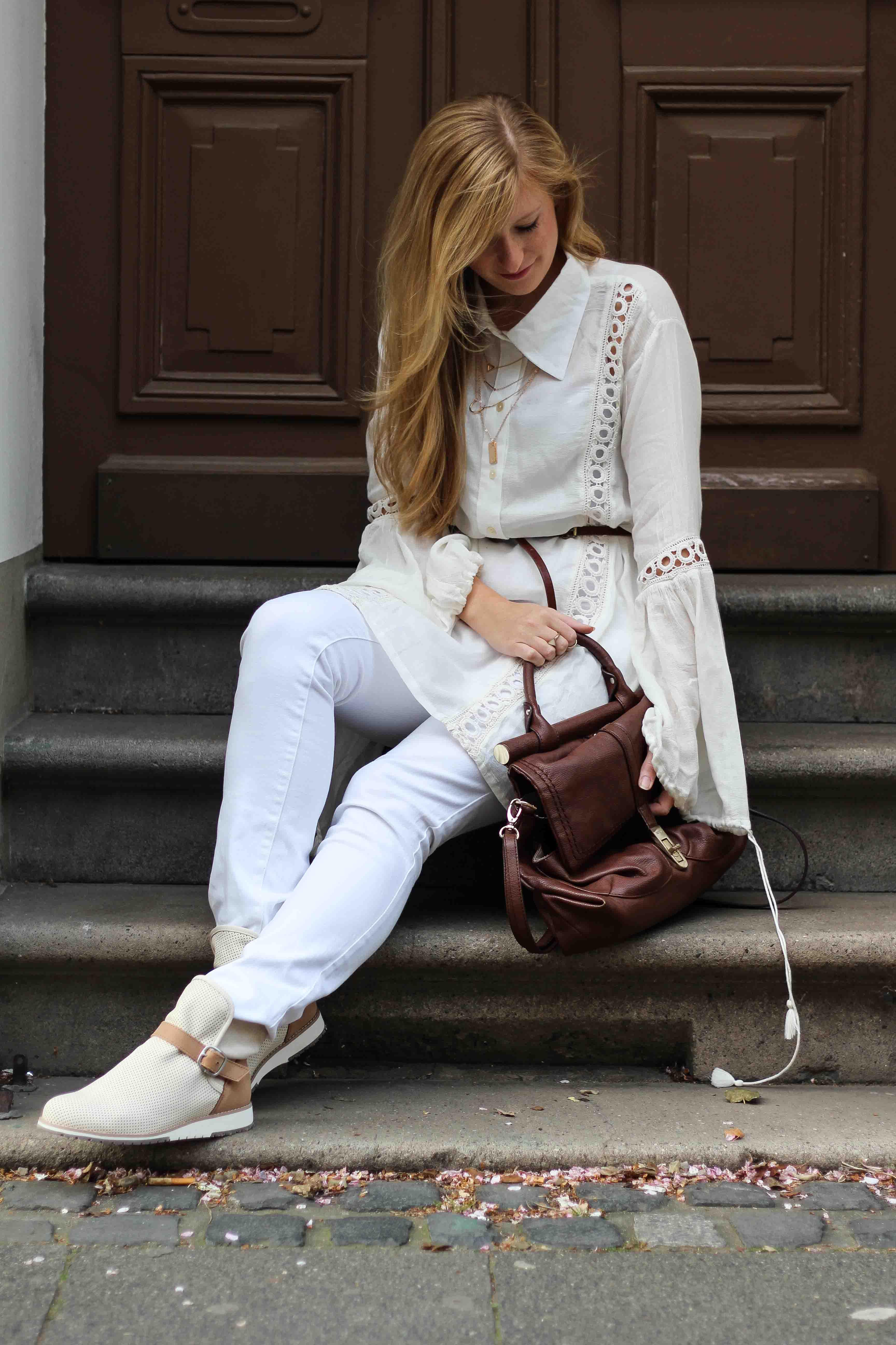 All White Outfit Frühlingslook Tunika Bluse weiße Hose Modeblog Bonn 8
