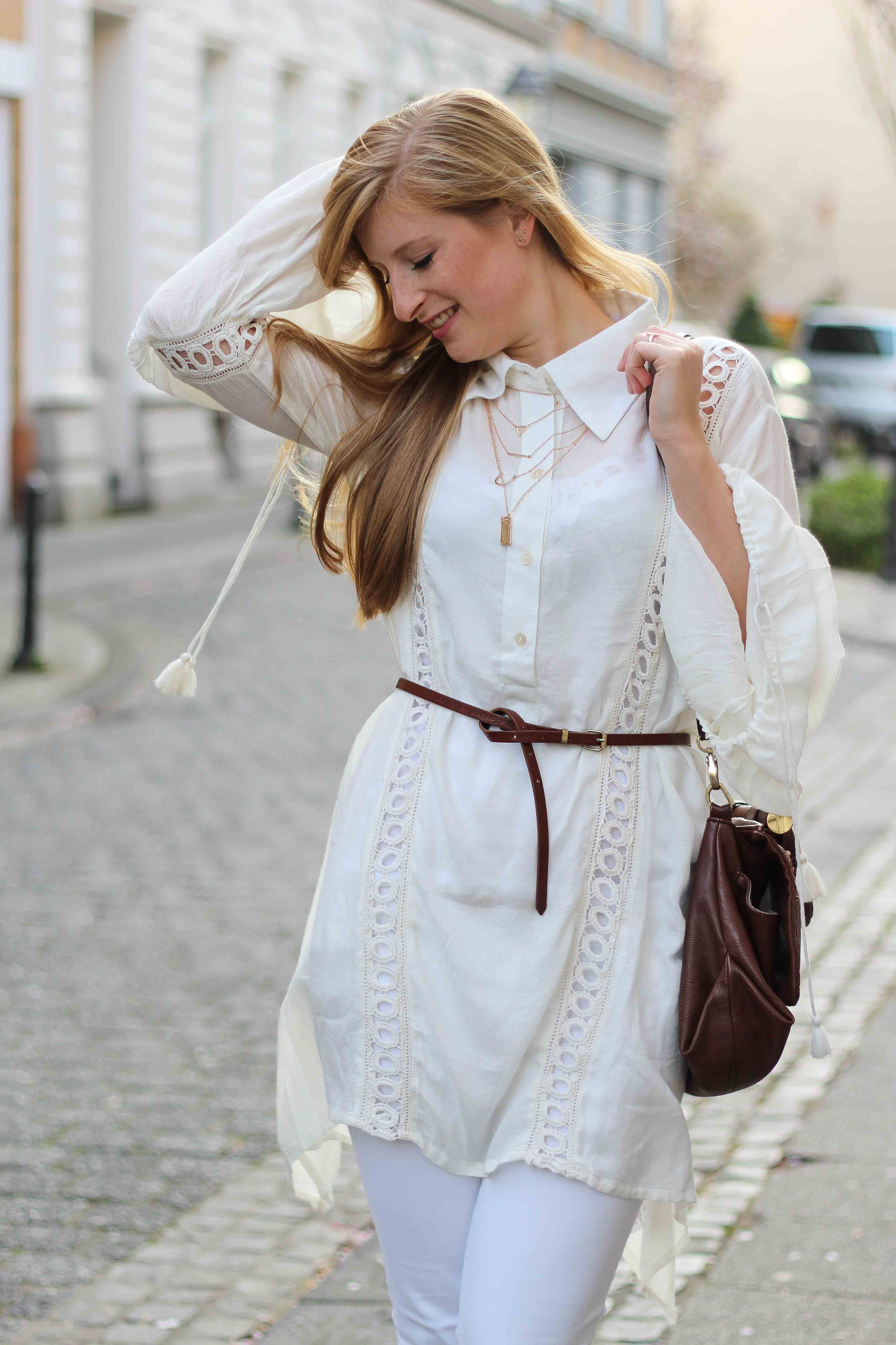 All White Outfit Frühlingslook Tunika Bluse weiße Hose Modeblog Bonn 93