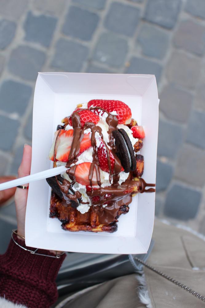 Belgische Waffel Schokolade Erdbeere Oreo Kekse Sahne