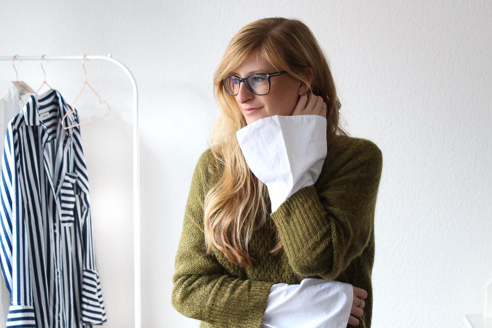 Frühlingstrend Blusentrend Mode Blog weiße Bluse Trompetenärmel grüner Pullover