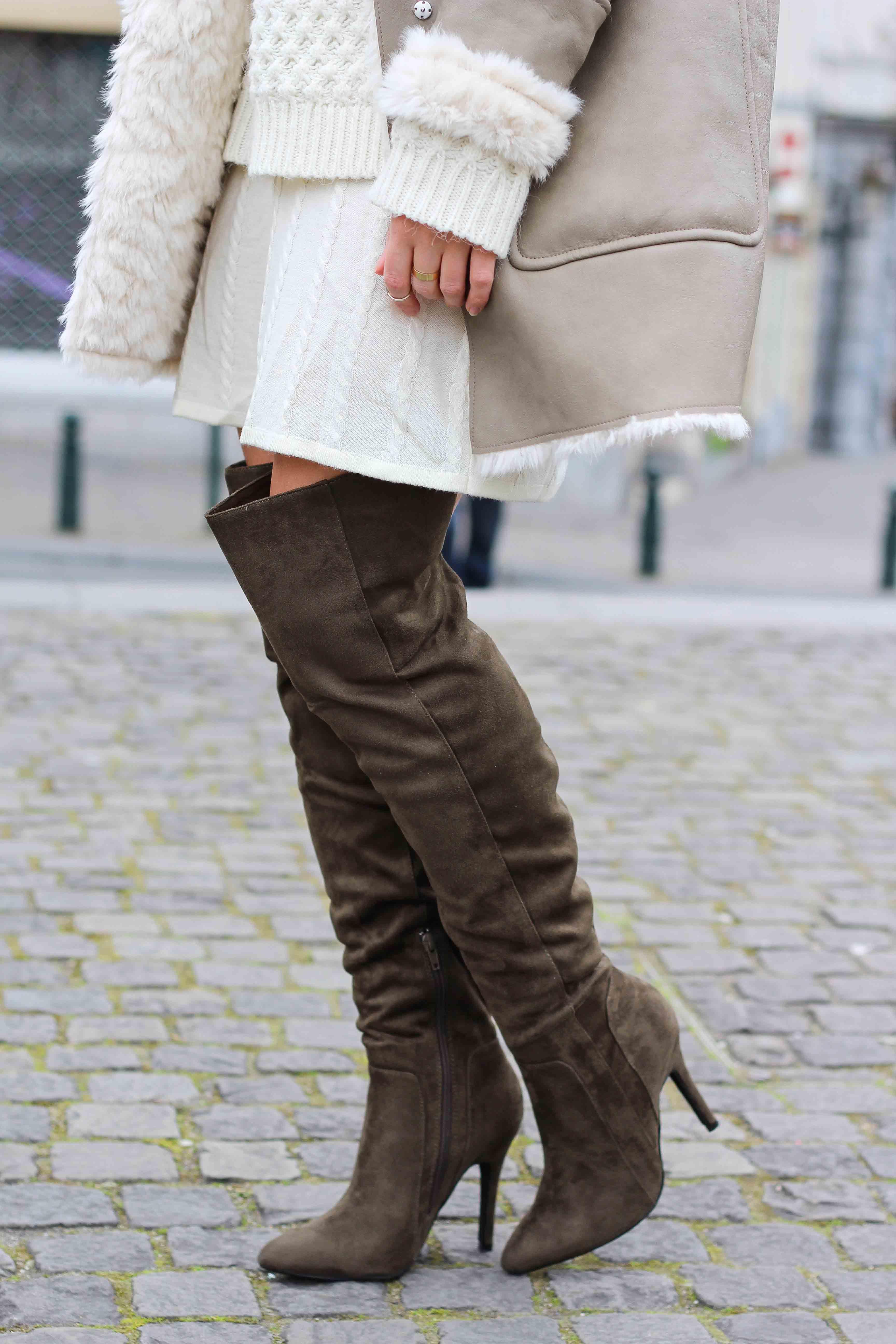 Grüne Overknees Zara Ledermantel Overknee Stiefel Nude Wollkleid Fashion Look Modeblog 5