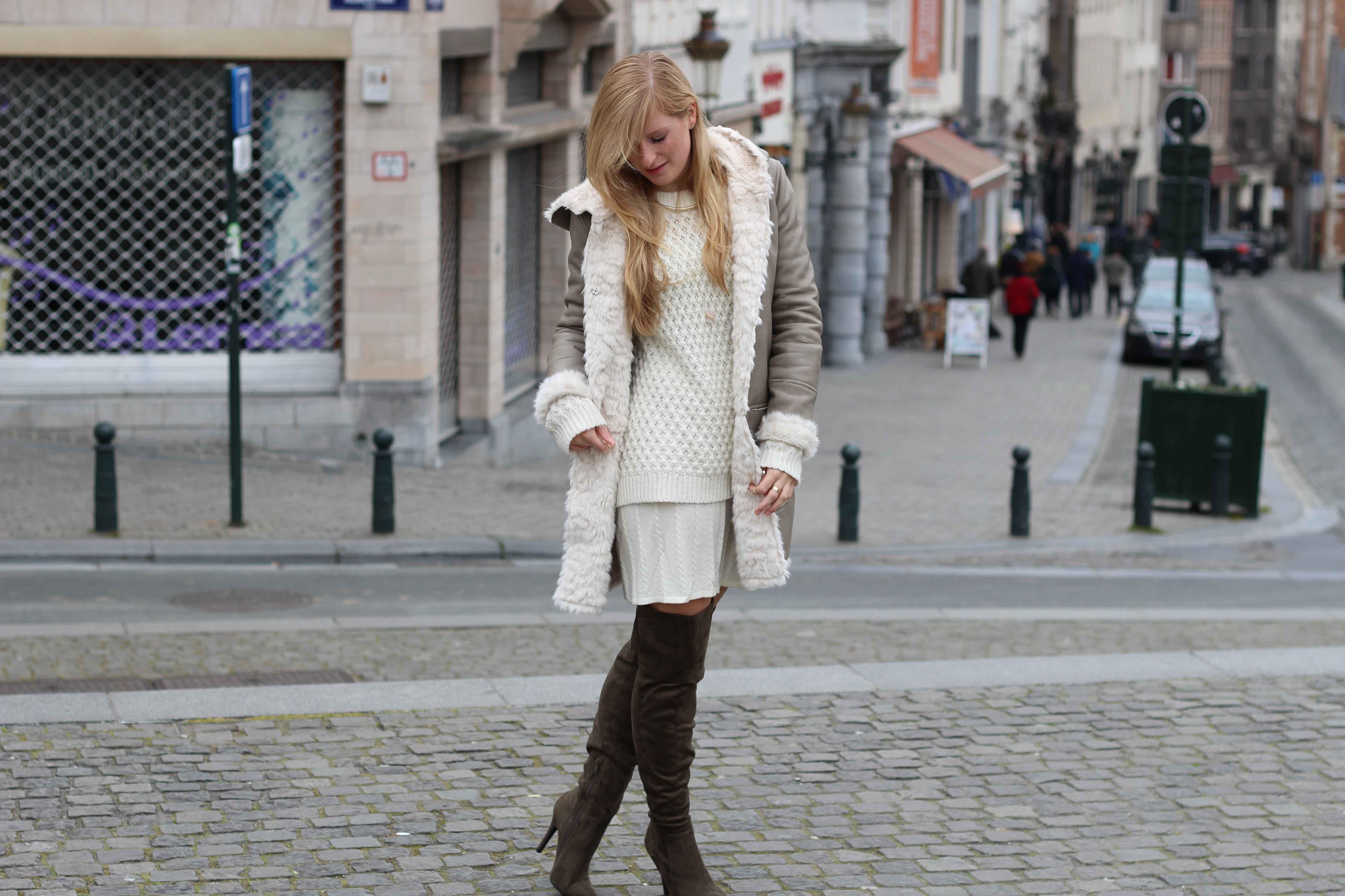 Grüne Overknees Zara Ledermantel Overknee Stiefel Nude Wollkleid Fashion Look Modeblog 91