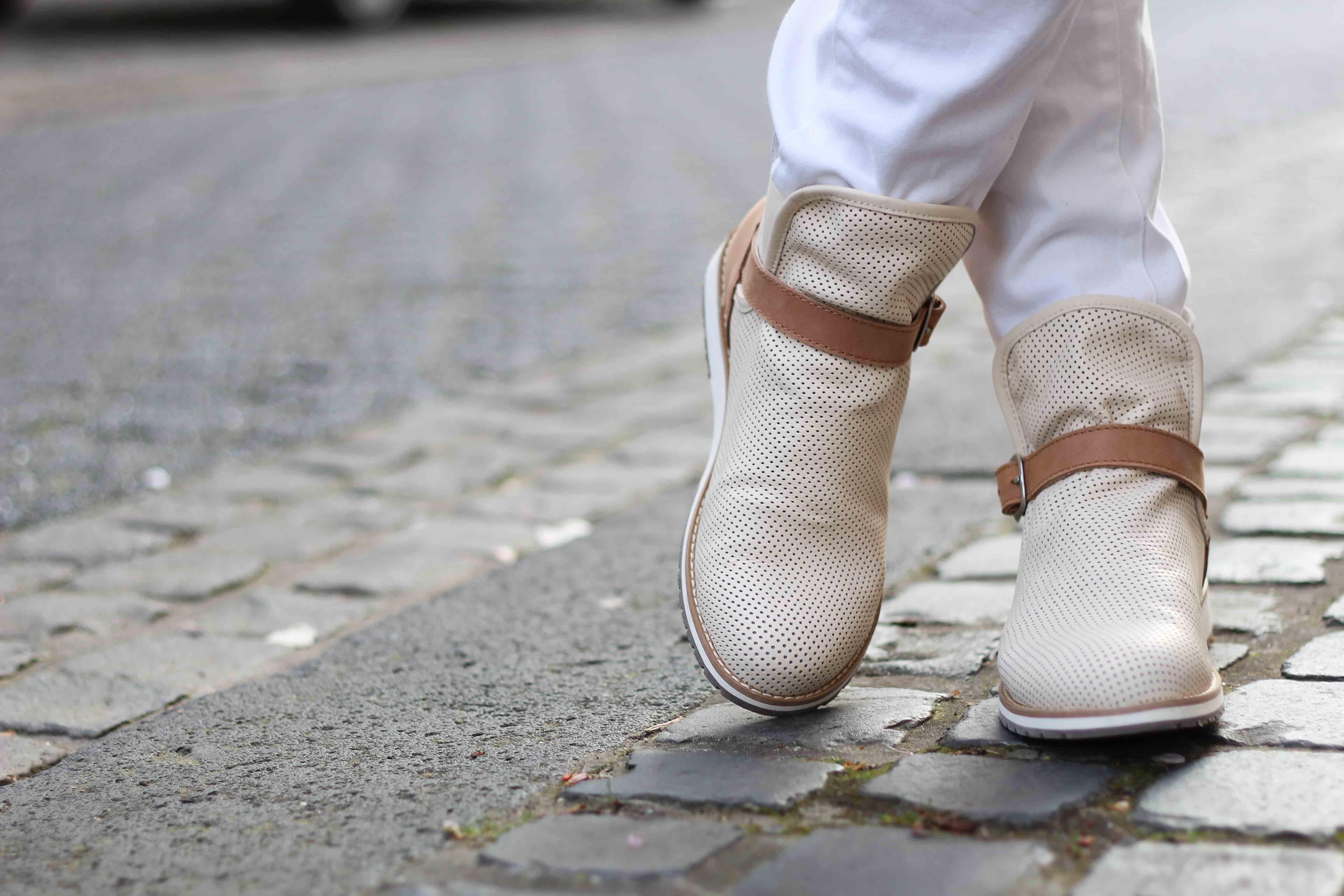 Lorne Emu Australia helle Boots Frühling Outfit OOTD 3