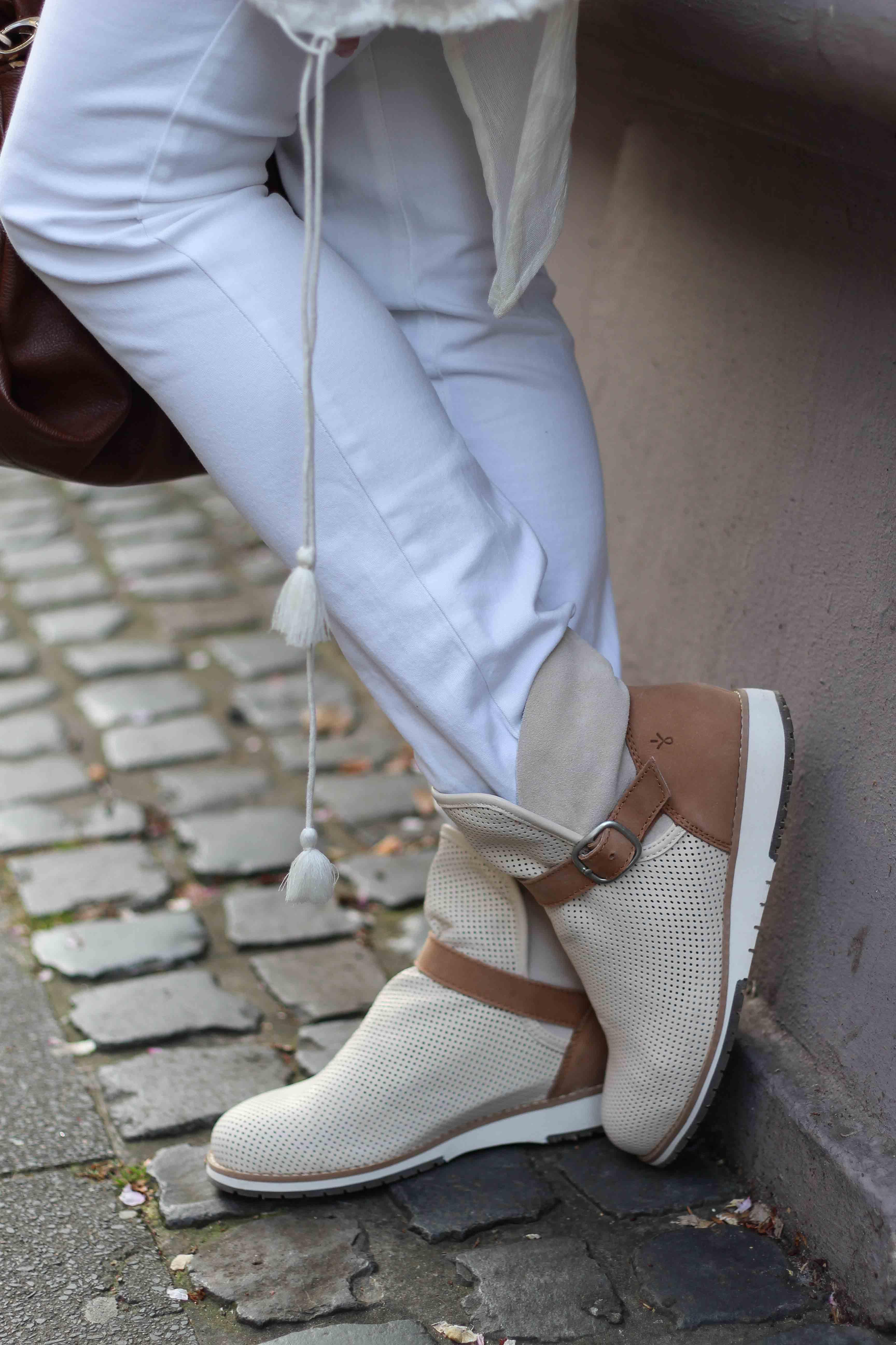 Lorne Emu Australia helle Boots Frühling Outfit OOTD 91