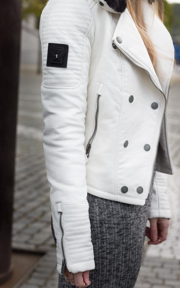 Modeblog Outfit Frühling weiße Lederjacke Superdry OOTD 4