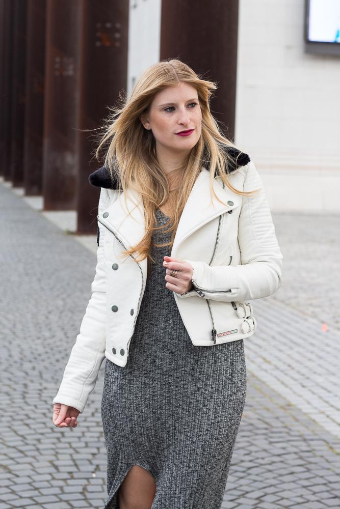 Outfit graues Wollkleid Asos weiße Lederjacke casual Look OOTD 32