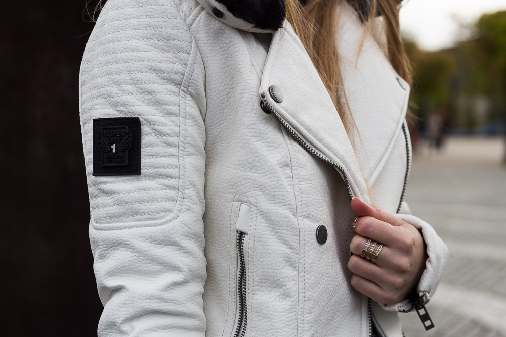 Weiße Lederjacke Superdry Outfit casual Look Inspiration Frühling Trend 6