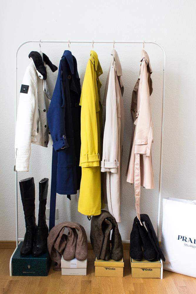Blogger Arbeitsplatz Modeblog Köln Einblicke Interior Kleiderstange Frühling Trenchcoat Prada