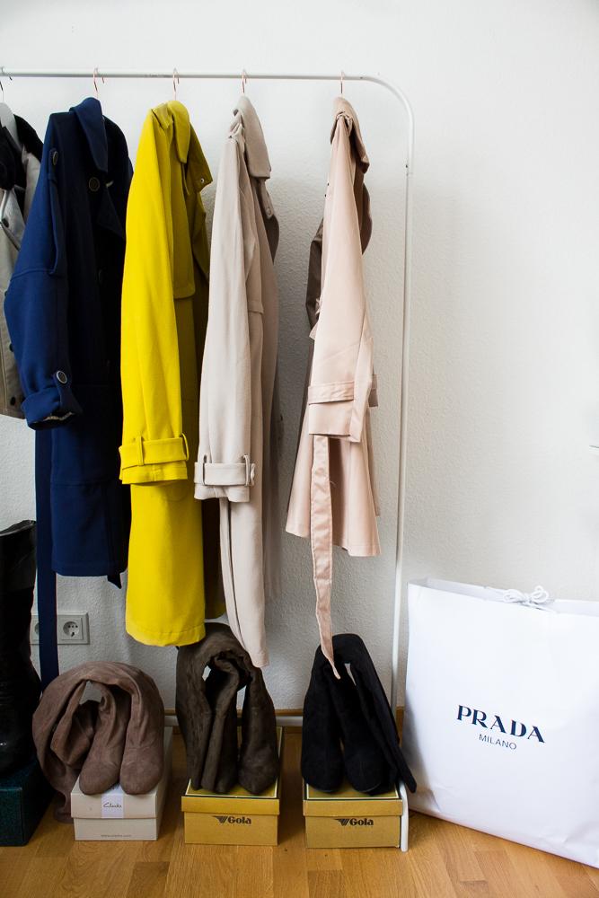 Blogger Arbeitsplatz Modeblog Köln Interior Kleiderstange Frühling Trenchcoat Prada
