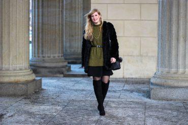 Schwarze Overknees kombinieren Grüner Pullover Layering MBFW Outfit Modeblog t
