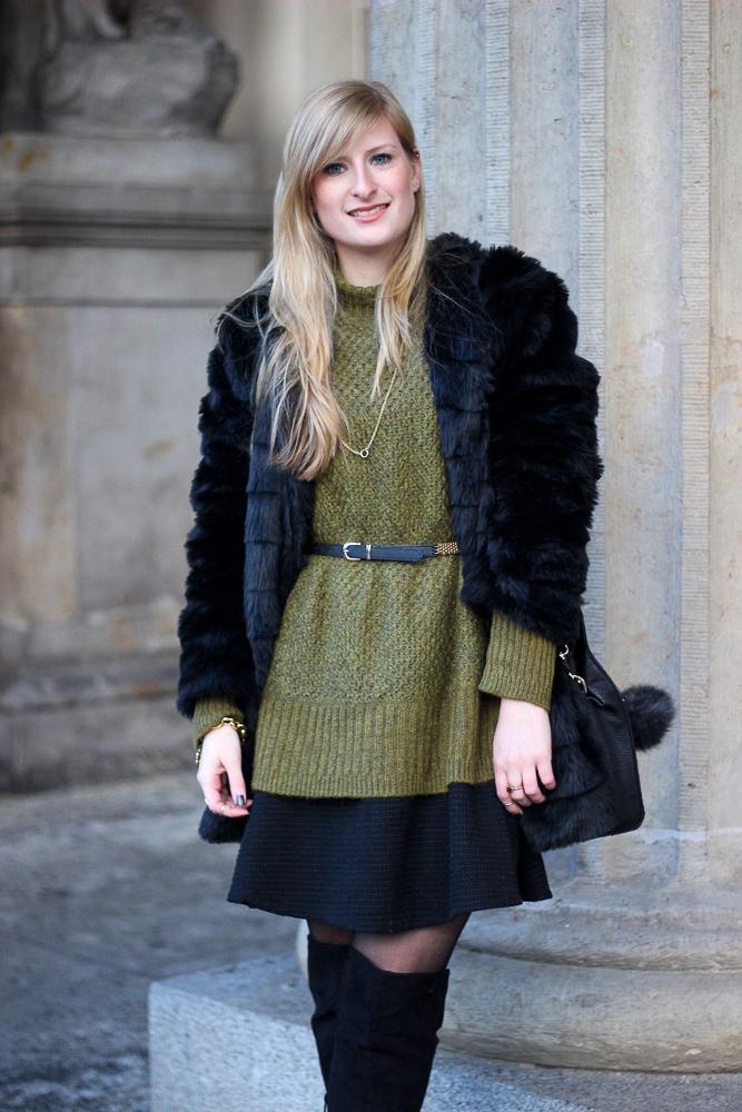 Schwarze Overknees kombinieren Pullover Layering Kunstfell Jacke Outfit Modeblog 3