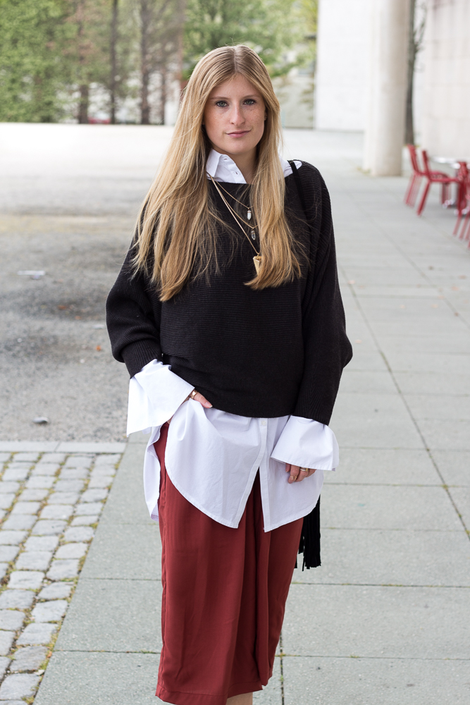 Weinrote Culotte kombinieren OOTD Outfit Bluse unter Pullover Modeblog 6