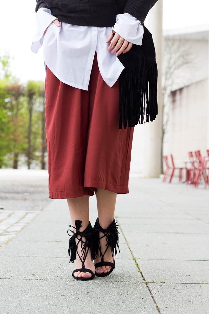 Weinrote Culotte kombinieren OOTD Outfit Fransen High Heels JustFab Fashion Look 7