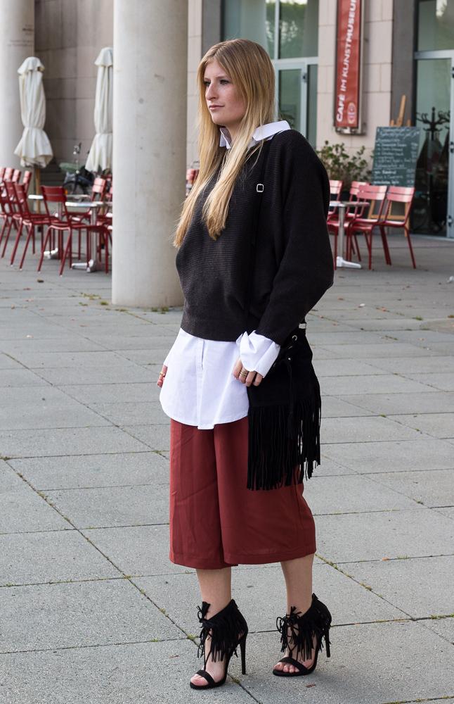 Weinrote Culotte kombinieren OOTD Outfit Fransen High Heels JustFab Frühlingslook 4