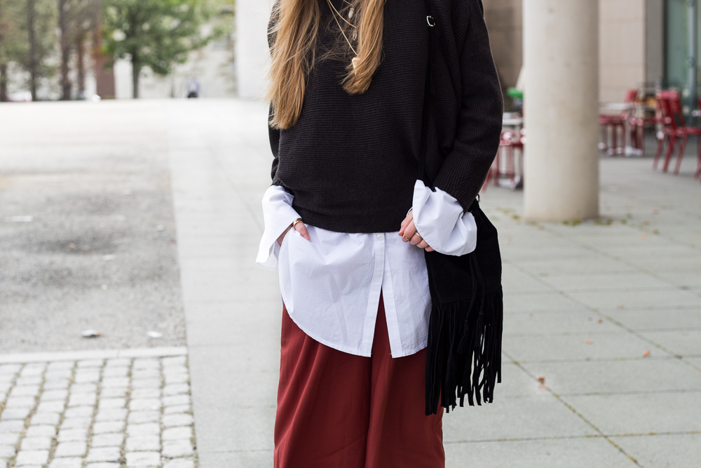 Weinrote Culotte kombinieren OOTD Outfit Layering Bluse Pullover Modeblog 9