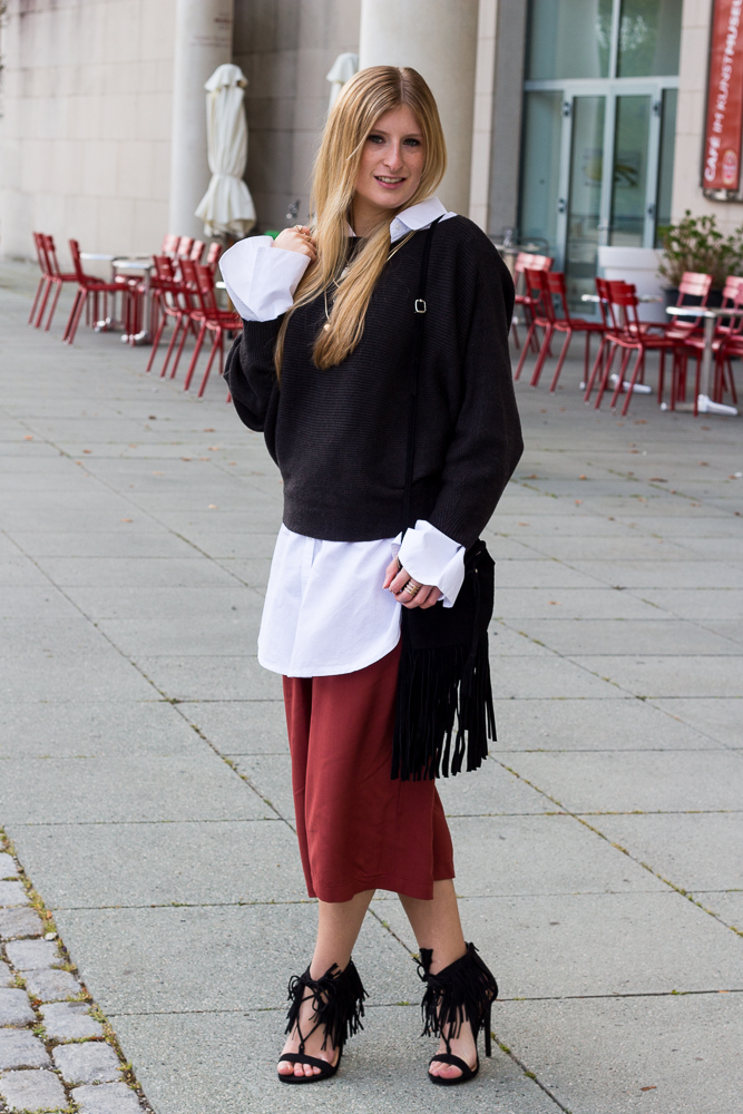 Weinrote Culotte kombinieren OOTD Outfit Layering Bluse Urlaubsoutfit 91