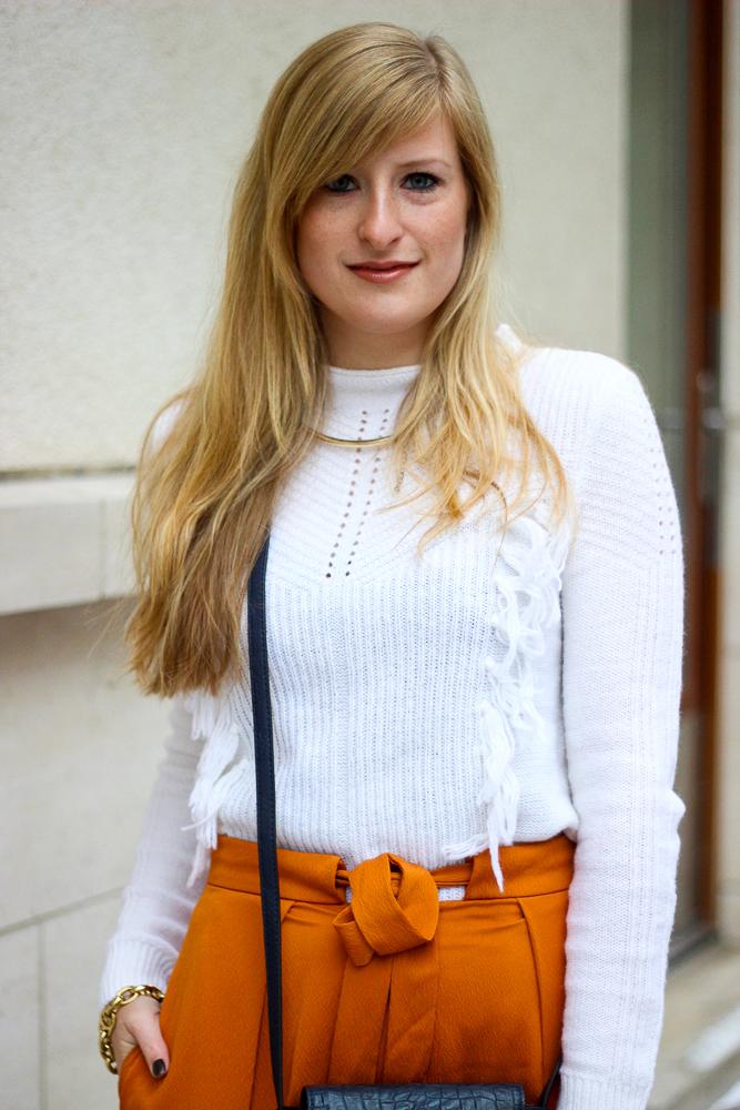 orange Culotte Outfit Fashion Look weißer Pullover blaue Umhängetasche Fashion Blog Deutschland 7